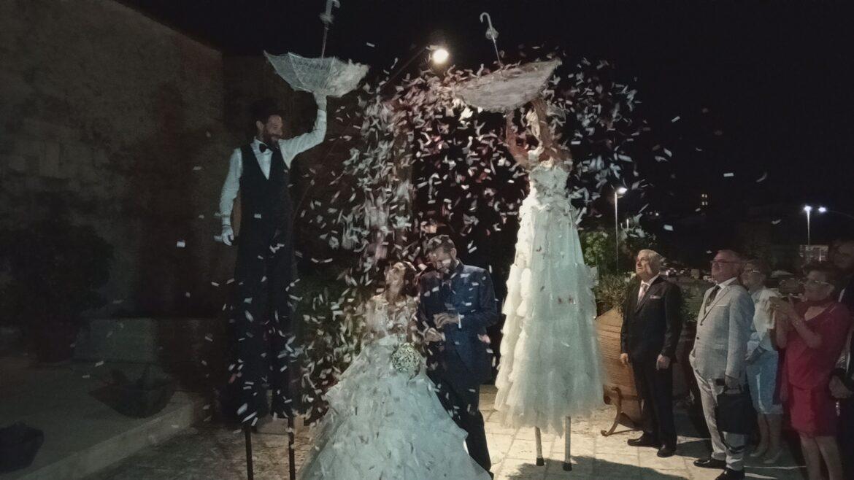 ARTISTI DI STRADA GIOCOLIERI TRAMPOLIERI SPUTAFUOCO PER MATRIMONIO E FESTA