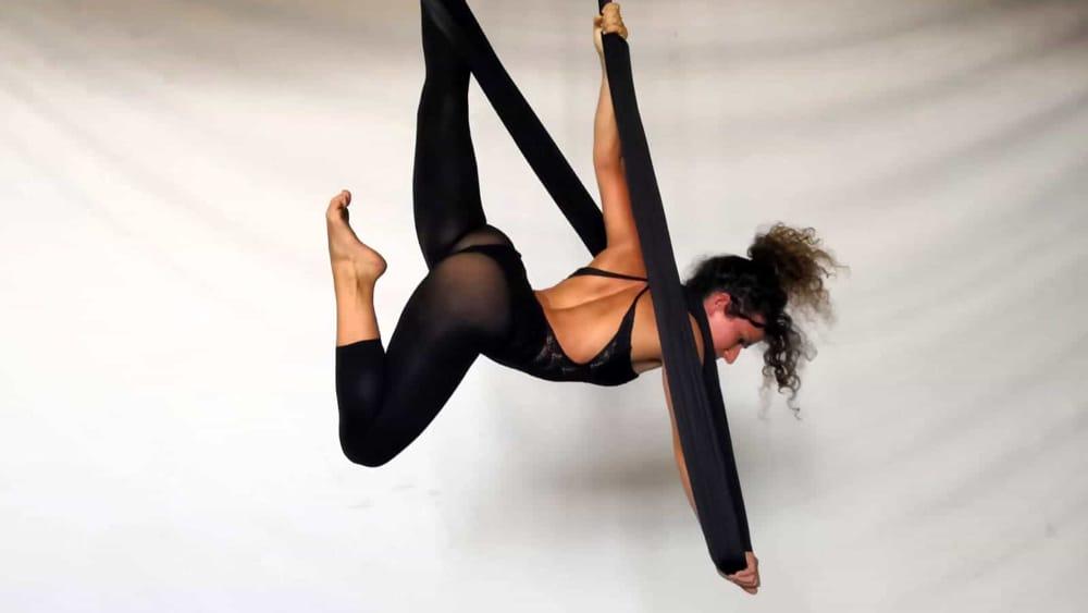 la favola di Erica Occhionero: danza sospesa per aria