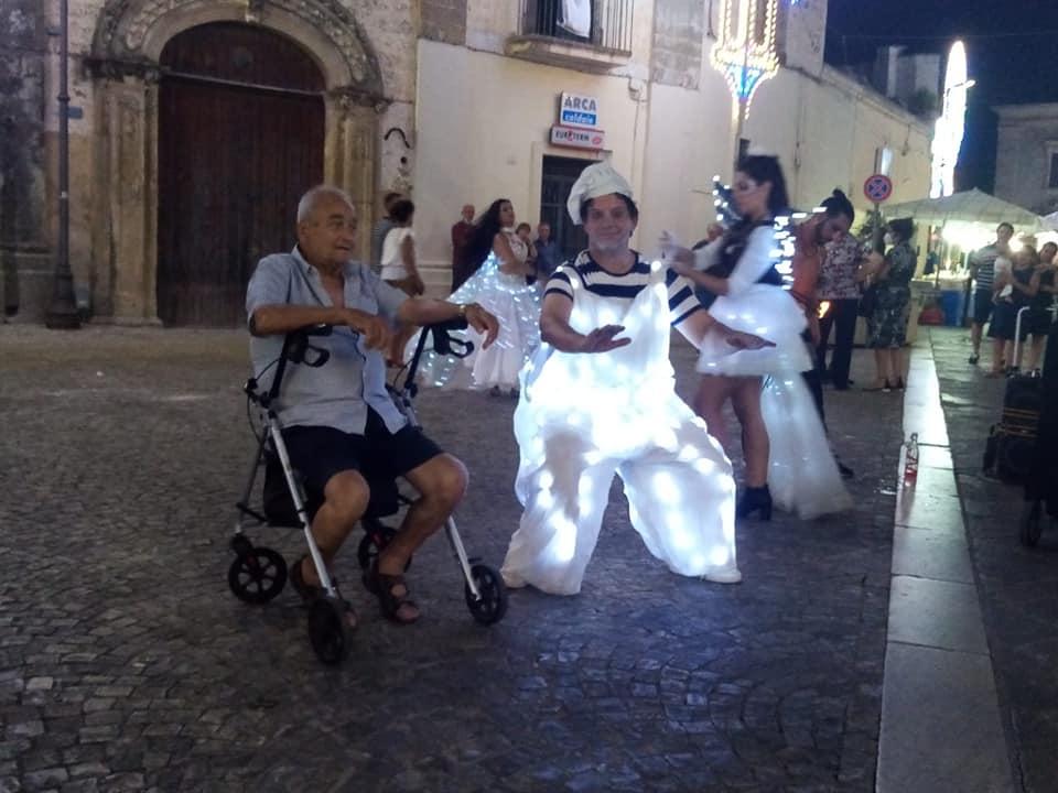 A Lecce gli artisti di strada si esibiscono ovunque in città
