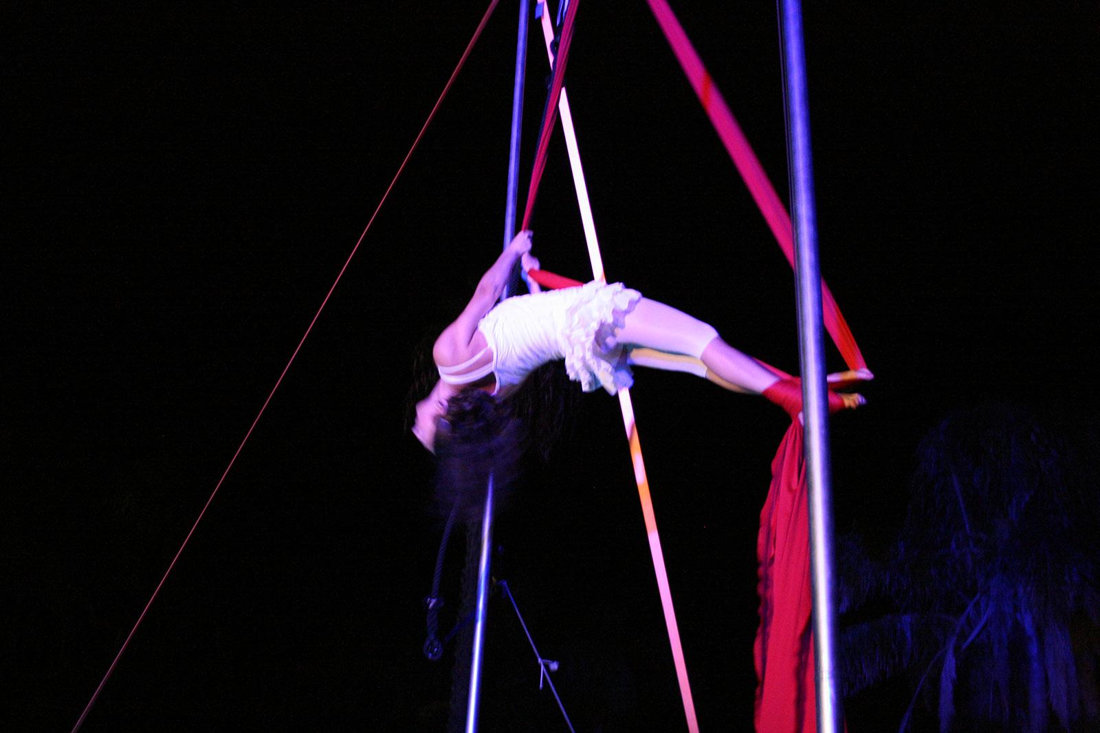 Spettacolo di acrobatica aerea per matrimonio Puglia