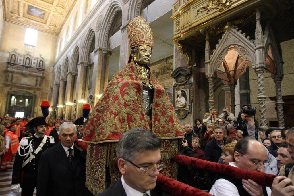 Organizzare la festa per onorare il Santo Patrono
