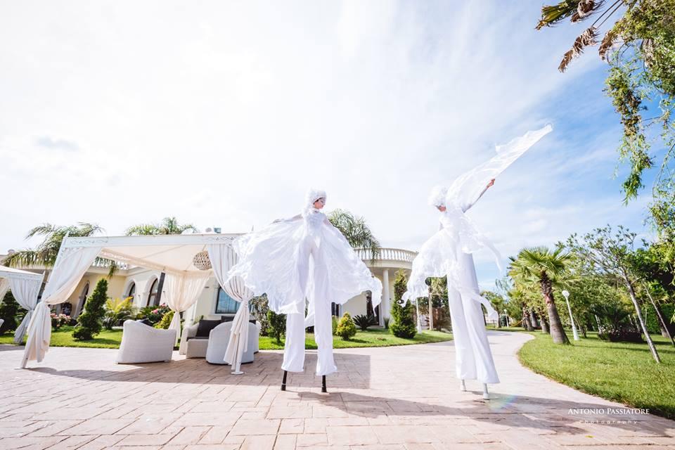 Matrimonio Natalizio Puglia : Spettacoli e performance per matrimoni u artisti di strada puglia